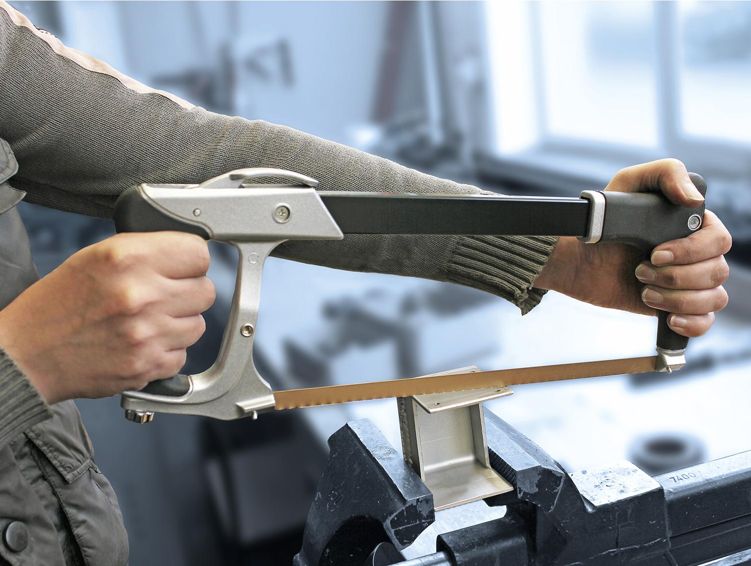 Leichter Aluminiumrahmen mit Stahlkern für einfache Handhabung.