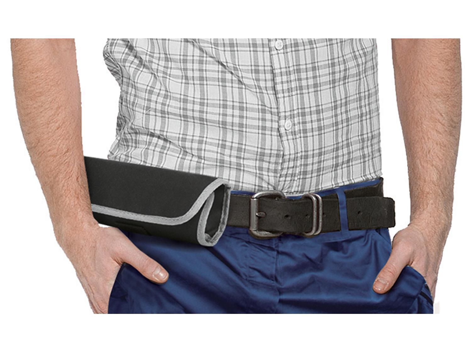 In praktischer Rolltasche aus stabilem Nylongewebe mit Gürtelschlaufe.