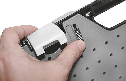 Höchste Funktionalität und einfaches Öffnen der Zwischenplatte durch ergonomische Schiebeverschlüsse.