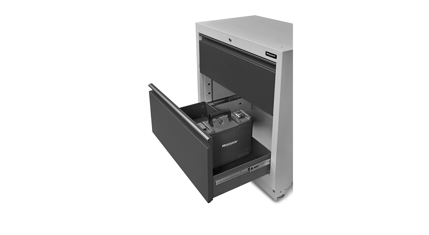 Extra hohe Schubladen für Elektrogeräte- oder Werkzeugkoffer.
